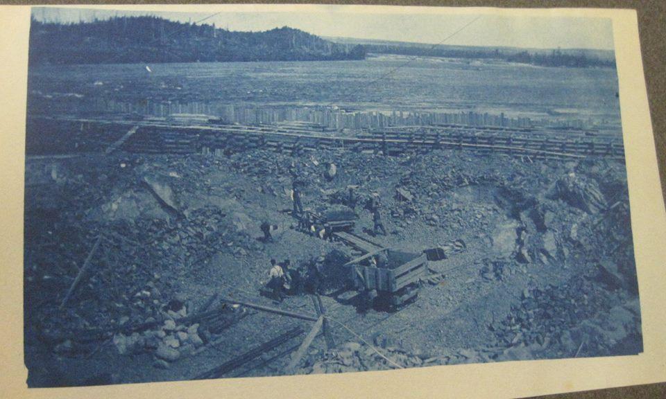 Dam coffer dam construction