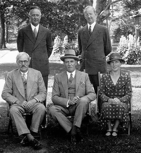 Ramsay Maconald at left 1934 visit to Newfoundland.jpg
