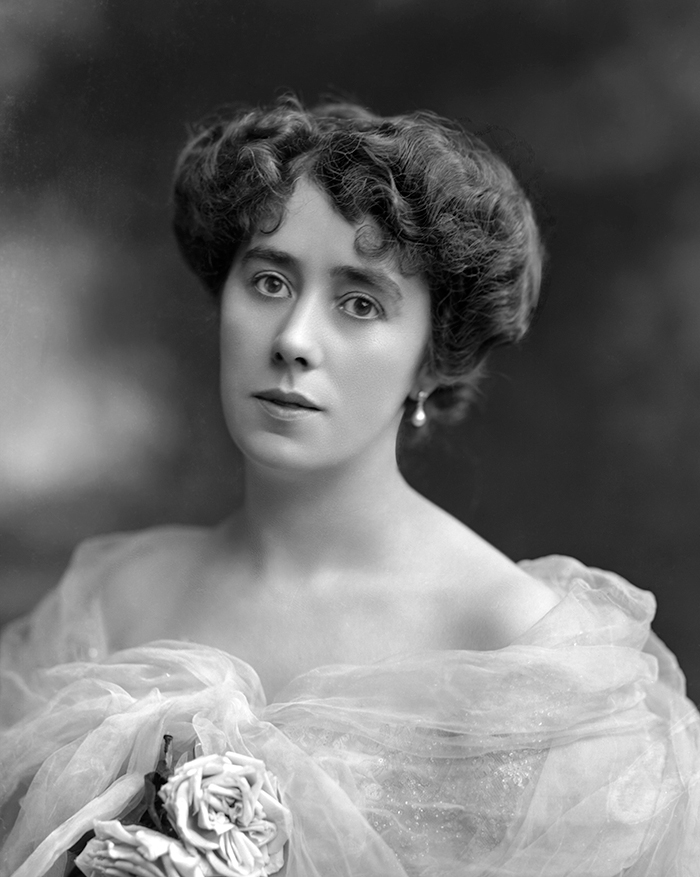 Mrs_Alfred_Charles_William_Harmsworth Lady Northcliffe.jpg